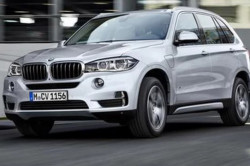 2017 BMW X5 xDrive40e Review 250x166