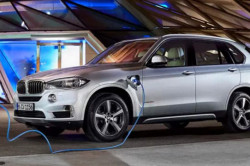 2017 BMW X5 xDrive40e Review2 250x166
