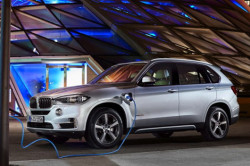 2017 BMW X5 xDrive40e Review8 250x166