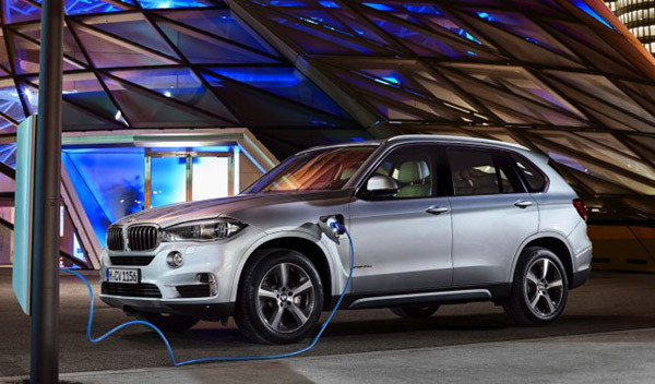 2017 BMW X5 xDrive40e Review8