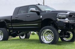 What are the benefits of purchasing a lifted dodge 250x166
